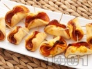 Рецепта Коктейлни хапки на клечки с колбас и доматено пюре